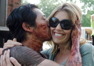 the-walking-dead-episode-607-bts-glenn-yeun-denise-huth-935
