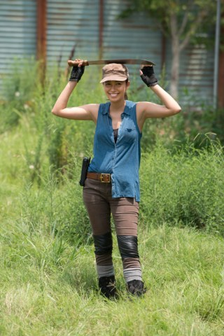 the-walking-dead-episode-607-bts-rosita-serratos-935