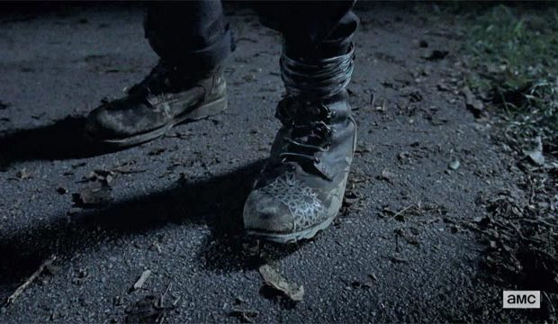 the-walking-dead-boots-mid-season-7-finale-620x360.jpg