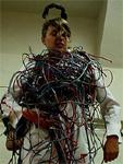Vrouw met kabels