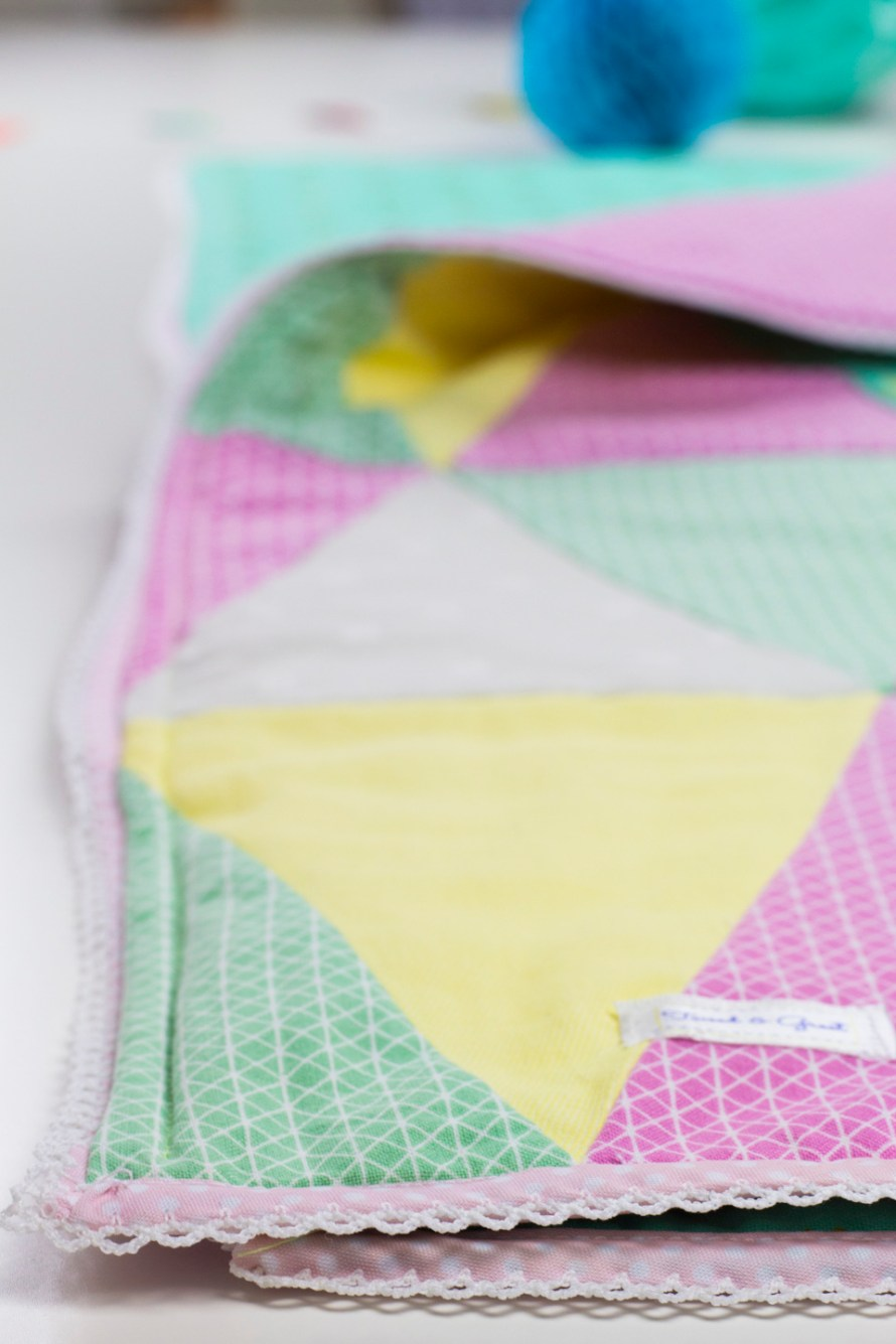 Triangle Patchwork Babydecke by Tweed & Greet