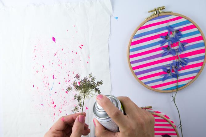 Bunter Wandschmuck mit getrockneten Blumen selbstgemacht   Tweed ...
