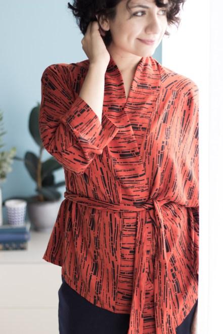 Kimono nähen - Schnittmuster für Kimono und Schnittmuster für Jumpsuit aus Jersey- Joni Jumpsuit in dunkelblau und oranger Kimono - Tweed & Greet