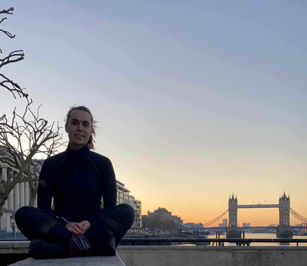 photo avec une personne devant Tower Bridge