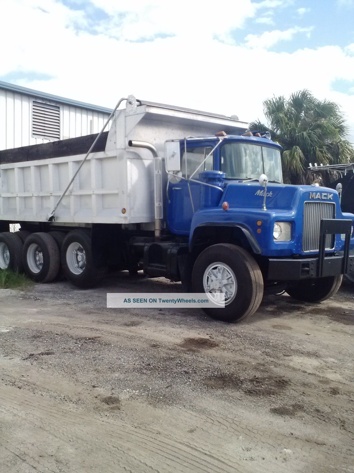 hight resolution of mack dm dump truck