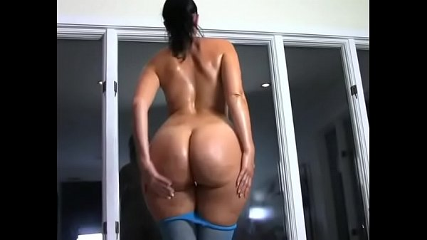 Big ass Rosee Divine takes her pantyhose off to tease