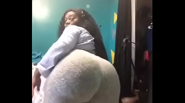 Thick black chick in yoga pants twerking