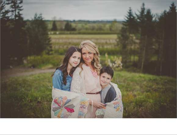 mom's and kids, blankets, outdoor sessions, families, siblings, brothers sisters, couples, Photography sessions