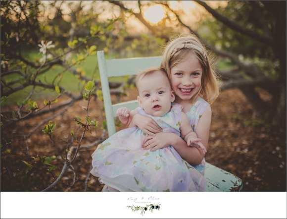 madison family sessions, madison mini sessions, Olbrich Gardens, Arboretum, outdoor sessions, children and families, happy kids, happy parents, blossoms, leaves, grass, trees, sunset photography, babies, siblings, parents, family photography sessions, Twig and Olive