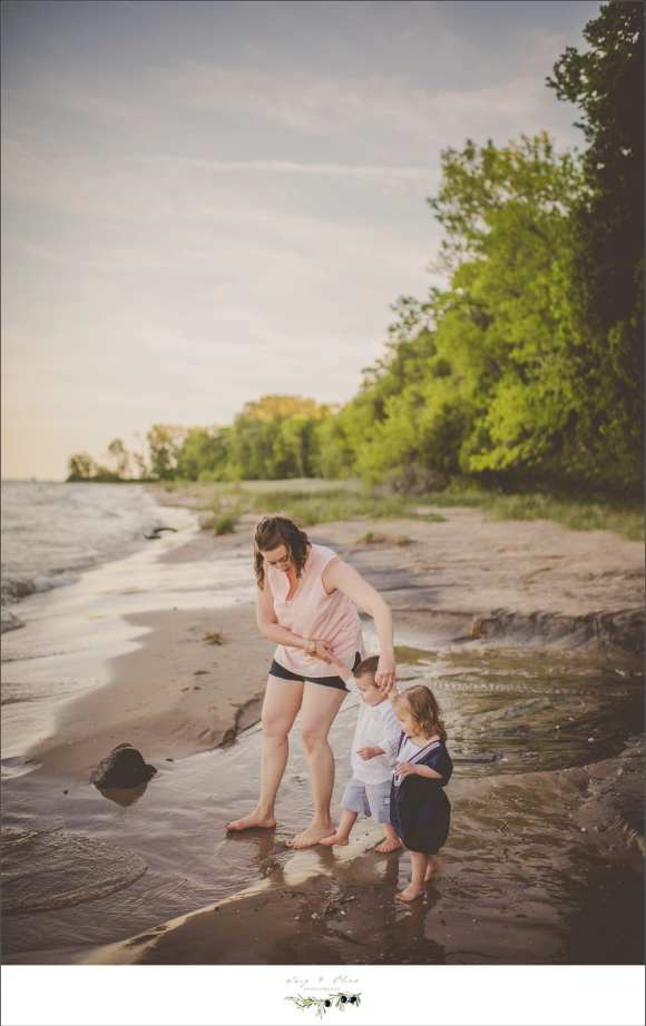 mom and kids, sandy sessions, beach sessions, Port Washington families