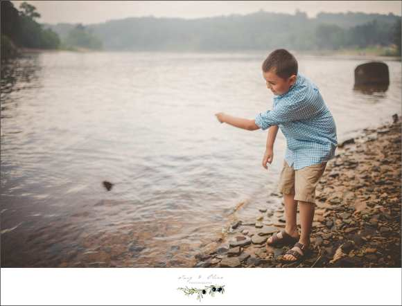 throwing rocks, sand bar, water, blue shirt, family sessions
