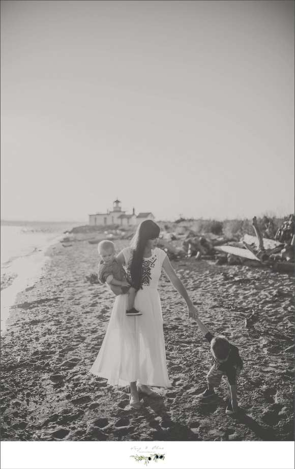hold hands for a little while hold hearts forever, seattle washington family sessions, black and white classic images