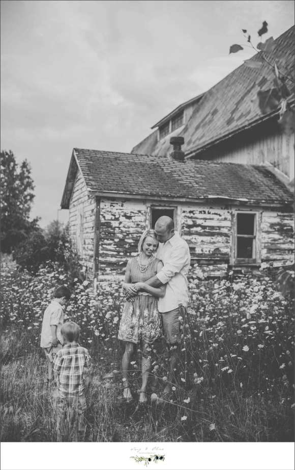 black and white rustic family session, barn, wild flowers
