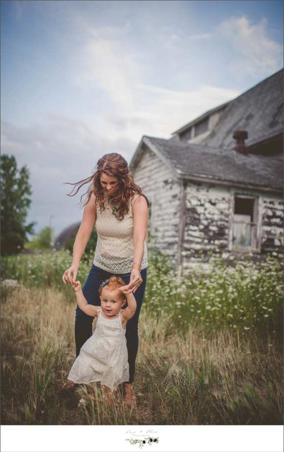 moms and daughters, rustic house