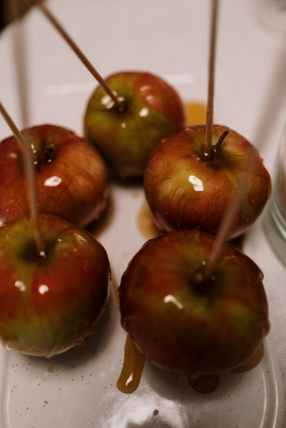 making caramel apples is my preferred fall activity fight that SAD. seasonal affective disorder