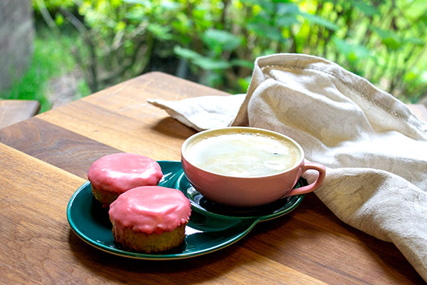 gf-pink-cakes-with-coffee