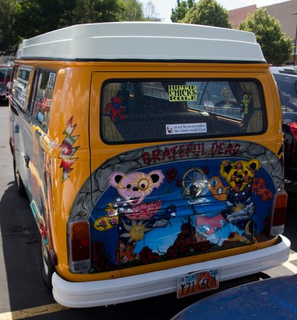 A van painted with a tribute to the Grateful Dead