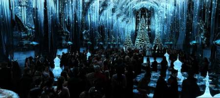 Image of the Great Hall from the Harry Potter film during Christmastime