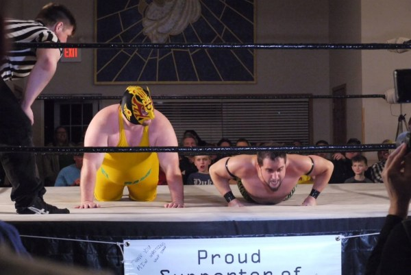 El Baño and Rob James compete in a push-up contest