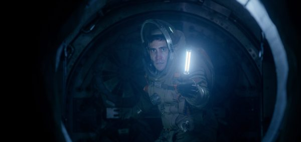 David Jordan (Jake Gyllenhaal) in a spacesuit