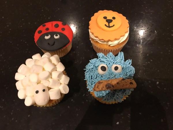 versierde cupcakes suikerpasta