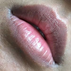 Clarins Joli Baume lipswatch