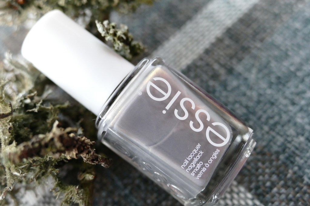 essie social lights swatch and review