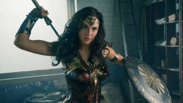 Batman v Superman: Wonder Woman Statue