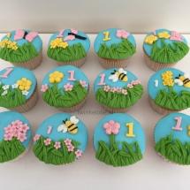 Maya de bij cupcakes