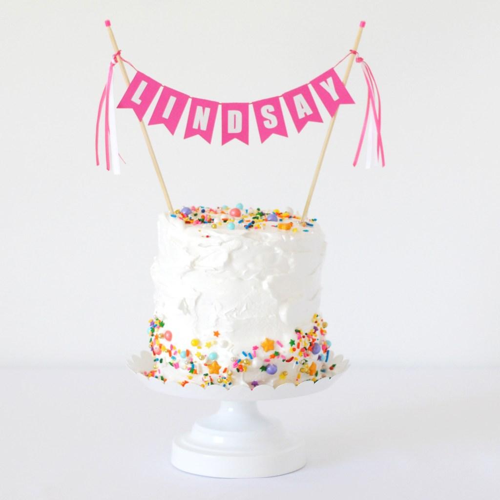 How to dress up simple birthday cakes #caketoppers #DIYbirthdaycake #DIYpartyideas #birthdaycrown