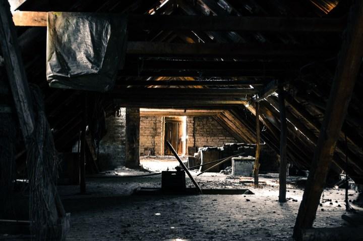 attic-112269_1920.jpg