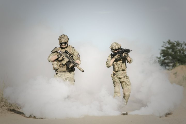 war-desert-guns-gunshow-163358