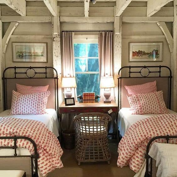 twin beds cabin