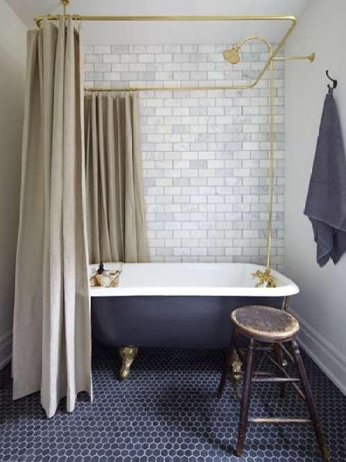 bathroom-painted-tub