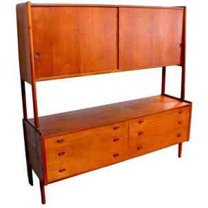 Hans Wegner Model 20 Hutch (1959). Source: 1stdibs.com