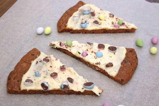 easter-egg-cookie-pizza