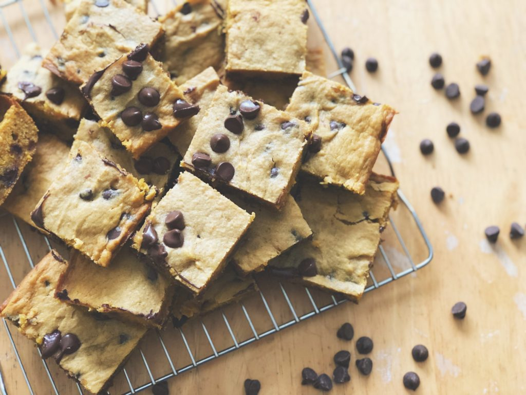 simple and easy fall treats pumpkin spice chocolate chip blondie bars