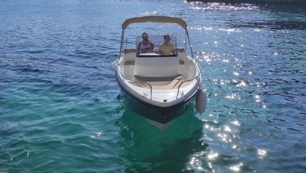 Alquiler lancha en ciutadella de Menorca con licencia