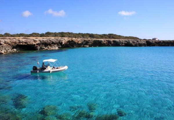 barco de alquiler con licencia de navegación en ciudadela de Menorca