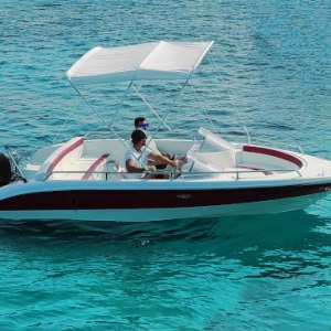 Barco de alquiler con licencia en Cala Galdana