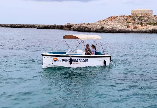 barco nueva sin licencia de alquiler en Cala Galdana de Menorca