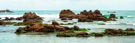 menembus lautan dan batu karang