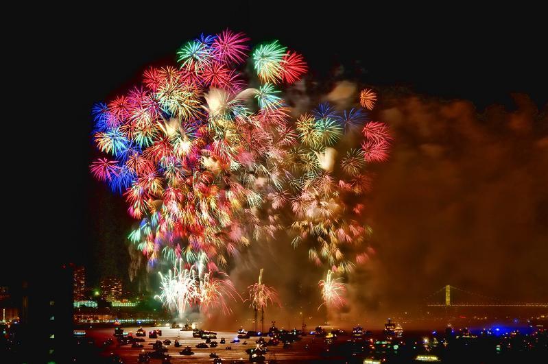 macys-fourth-of-july-fireworks-new-york-city