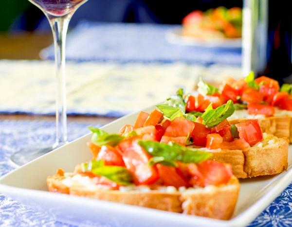 Tomato Bruschetta with/out Fresh Mozzarella (Available GF, Vg)