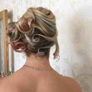 A coloured side knot