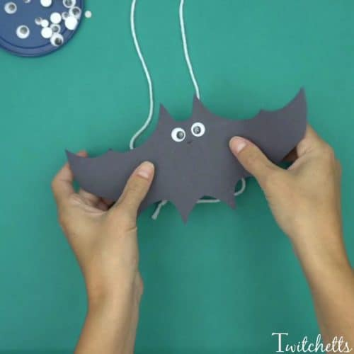 How to make fun construction paper bats that fly  Twitchetts