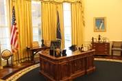 Clinton's recreated Oval Office.