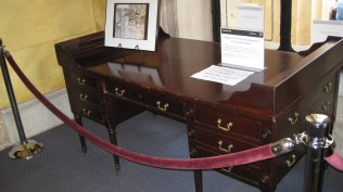 Replica of Washington's Presidential desk.