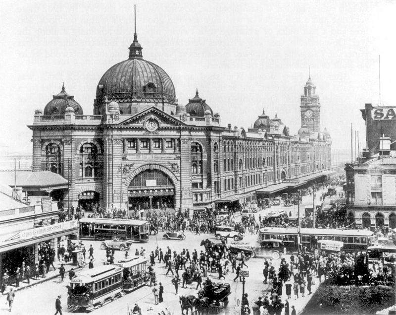 800px-Swanston_and_Flinders_St_intersection_1927