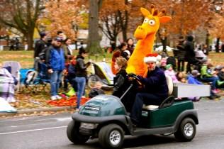 Toys 'r' Us Giraffe...on a golf cart